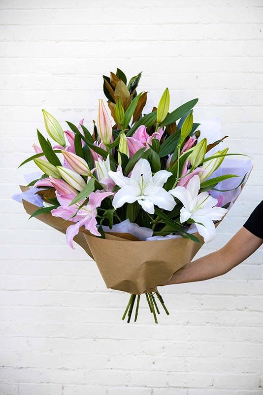 Lily Lux Bouquet Oriental - Mater Florist